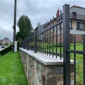 Kovový plot kolem rodinného domu a zahrady od společnosti Konsorcium - KOVO