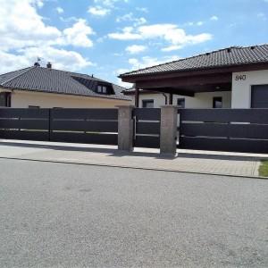 Mohutné oplocení pozemku rodinného domu od firmy Konsorcium - KOVO