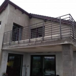 Masivní bezpečnostní zábradlí na terase nového domu