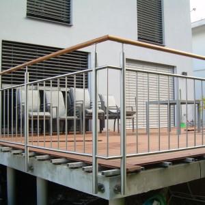 Designové kovové zábradlí na terase domu od firmy Konsorcium - KOVO