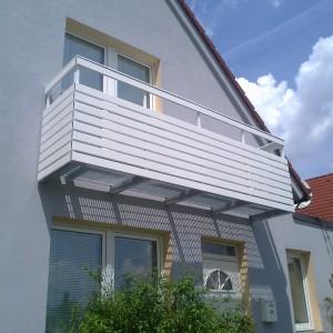 Atypické zábradlí na přání zákazníka pro balkon domu