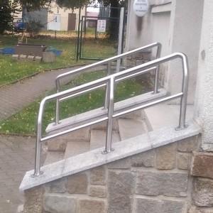 Malé speciální kovové zábradlí pro malé schodiště od firmy Konsorcium - KOVO