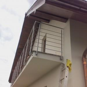 Vysoké bezpečnostní zábradlí na terase domu