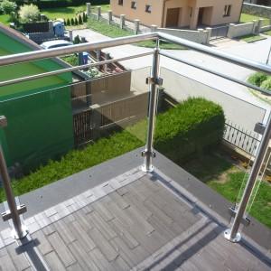 Kovové zábradlí se skleněnou výplní na terase domu, zakázková výroba od Konsorcium - KOVO