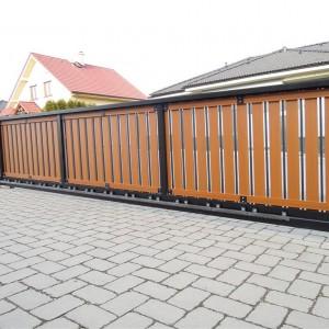 Mohutná elektricky ovládaná posuvná vjezdová brána od firmy Konsorcium - KOVO