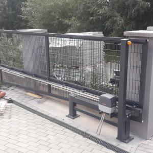 Železná posuvná brána kvalitní konstrukce od firmy Konsorcium - KOVO