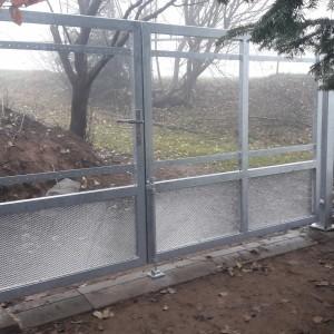 Dvoukřídlá kovová brána na zakázku od firmy Konsorcium - KOVO