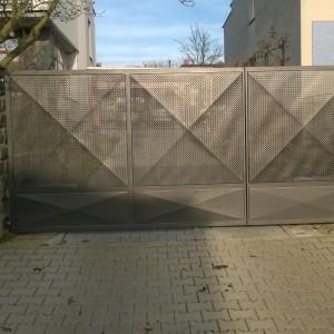 Kovová vjezdová brána vyrobená na míru od Konsorcium - KOVO