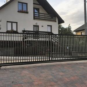 Velká posuvná železná vjezdová vrata vyrobená na zakázku od Konsorcium - KOVO